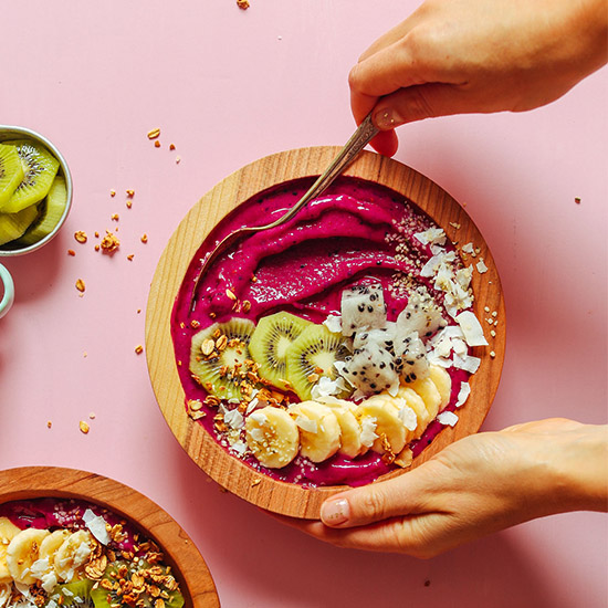 Creamy Dragon Fruit Smoothie Bowl